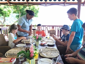Kids playing Uno at the Mango Tree